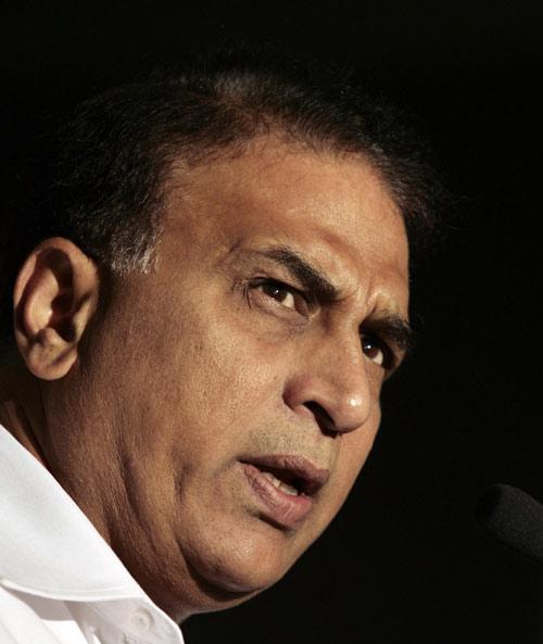 بھارت کے کسی گیندباز کا باؤلنگ ایکشن متنازع نہیں ہے، سنیل گاوسکر کا دعویٰ (تصویر: AFP)