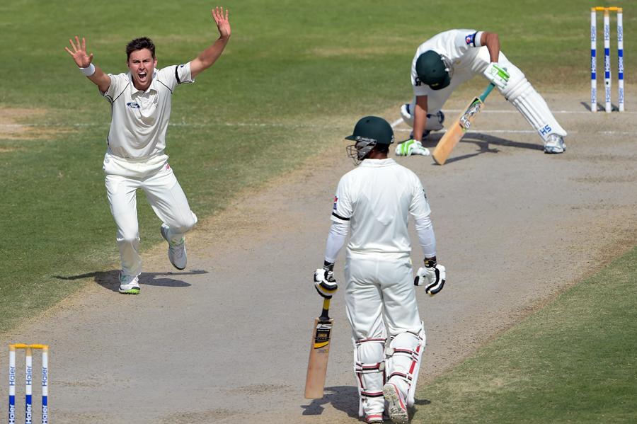 نیوزی لینڈ نے پہلی اننگز میں پاکستان کی آخری 7 وکٹیں 66 رنز پر حاصل کیں اور دوسری اننگز میں صرف 63 رنز پر پاکستان کے ابتدائی 5 کھلاڑی ٹھکانے لگائے (تصویر: AFP)
