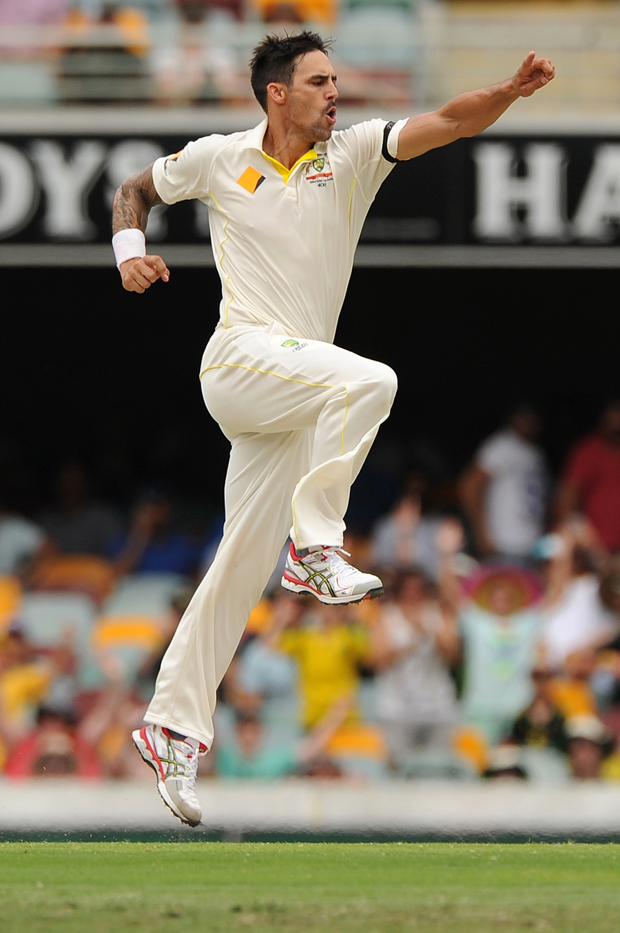 مچل جانسن کی تباہ کن باؤلنگ کے سامنے بھارت کی ایک نہ چلی اور وہ آسٹریلیا کو صرف 128 رنز کا ہدف دے پایا (تصویر: Cricket Australia)
