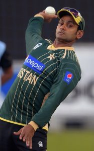 محمد حفیظ سعید اجمل کے بعد پاکستان کے دوسرے گیندباز ہیں جنہیں آئی سی سی نے معطل کردیا ہے (تصویر: AFP)