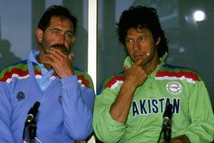 عالمی کپ 92ء میں انگلستان پاکستان کے مقابلے میں بہت بدقسمت رہا، پہلے مرحلے میں جیتا ہوا مقابلہ بارش کی نذر ہوا اور فائنل میں بھی شکست ہوئی (تصویر: Getty Images)