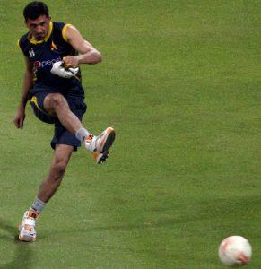جنید خان گزشتہ چند مہینوں میں دوسری بار تربیت کے دوران زخمی ہوئے اور اب عالمی کپ کی دوڑ سے باہر ہوتے دکھائی دے رہے ہیں (تصویر: AFP)