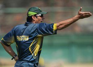 گیندبازوں کی وجہ سے مصباح الحق کی سنچری رائیگاں گئی (تصویر: AFP)