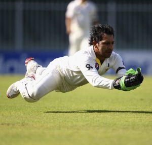 سال بھر تمام طرز کی کرکٹ میں پاکستان کی بھرپور نمائندگی اور شاندار کارکردگی کے باوجود سرفراز احمد کو چوتھے اور آخری زمرے میں معاہدے سے نوازا گیا ہے (تصویر: Getty Images)