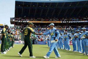 وقار یونس اور سارو گانگلی، کرکٹ کی تاریخ کے دو عظیم نام جو کبھی عالمی کپ نہیں جیت سکے (تصویر: Reuters)