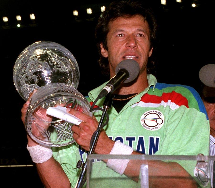 عمران خان چار بار کوشش کے باوجود عالمی کپ نہ جیت سکے، اور جب کوئی توقع اور امید نہ تھی اس وقت ناممکن کو ممکن کر دکھایا (تصویر: PA Photos)
