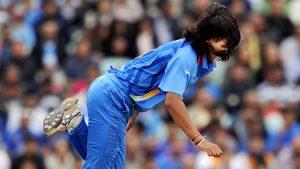 ایشانت شرما بھارت کے 15 رکنی دستے کے سب سے تجربہ کار گیندباز تھے جو اب عالمی کپ نہيں کھیلیں گے (تصویر: AFP)