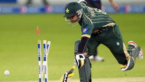 محمد حفیظ عالمی کپ کے اتنا قریب پہنچنے کے باوجود پاکستان کی نمائندگی کا اعزاز حاصل نہ کرپائے (تصویر: AFP)