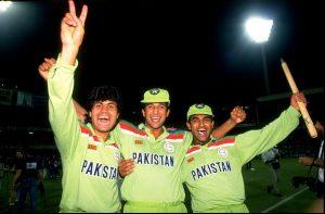 عالمی کپ 1992ء صرف اس لیے یادگار نہيں تھا کہ پاکستان نے جیتا، بلکہ اس لیے کہ اس نے بین الاقوامی کرکٹ کو جدت کے نئے معیارات دیے (تصویر: Getty Images)