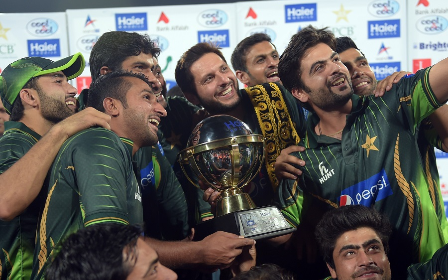 Pakistani cricketers pose with the winning trophy after defeating Zimbabwe at the end of the second and final International T20 cricket match between Pakistan and Zimbabwe at the Gaddafi Cricket Stadium in Lahore on May 24, 2015. AFP PHOTO / AAMIR QURESHI        (Photo credit should read AAMIR QURESHI/AFP/Getty Images)