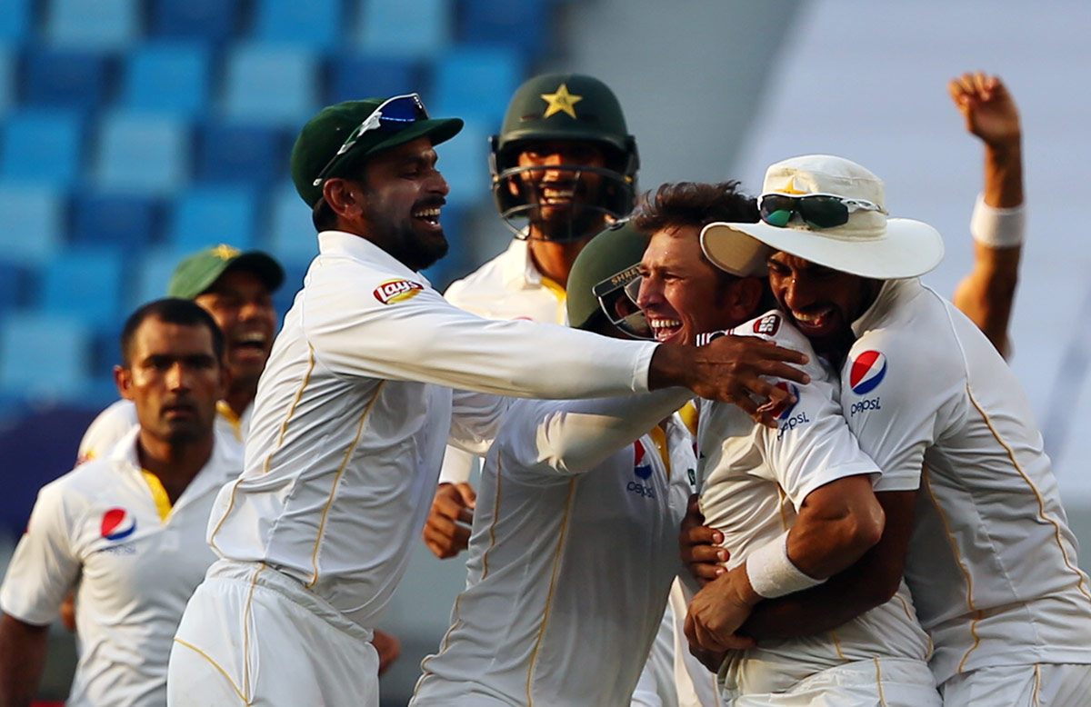 pak-eng-2015-2nd-test-celeberations