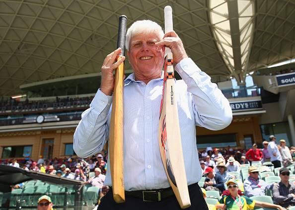 جنوبی افریقہ کے سابق کھلاڑی بیری رچرڈز اپنے اس بلّے کا موازنہ ڈیوڈ وارنر کے موجودہ بیٹ سے کر رہے ہیں، جس سے انہوں نے کسی زمانے میں ایک دن میں 325 رنز بنائے تھے