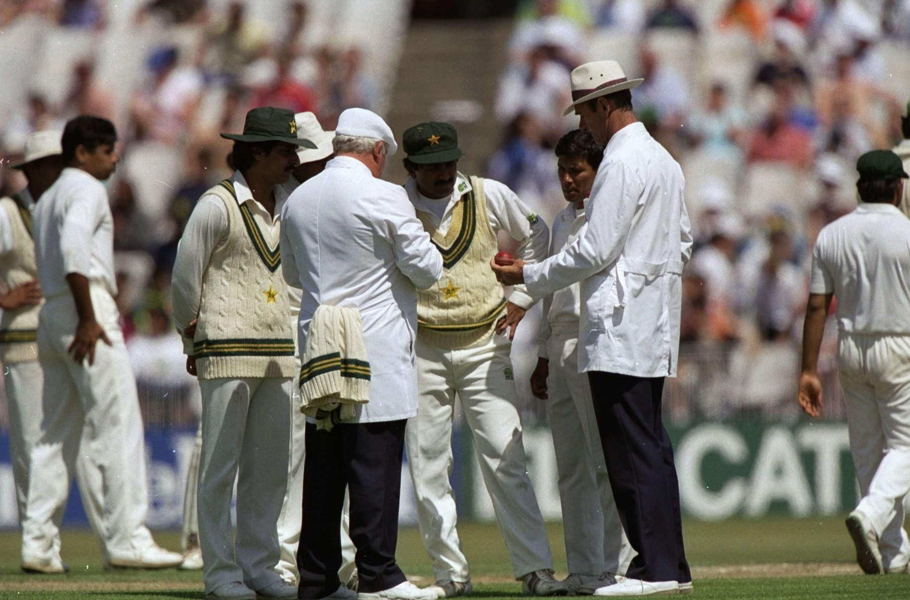 Pakistan-ball-inspection-1992