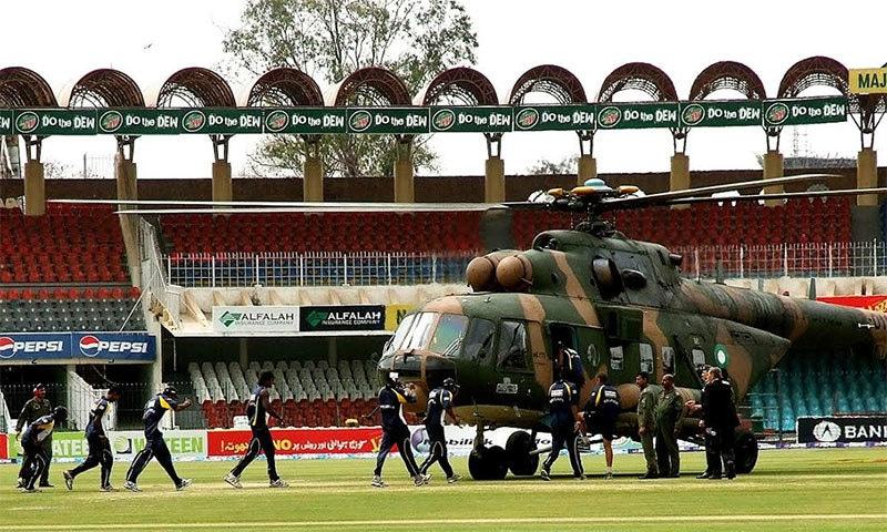 سری لنکن ٹیم کو حملے کے بعد فوری طور پر فوجی ہیلی کاپٹر میں سری لنکا پہنچایا گیا۔ فوٹو اے ایف پی